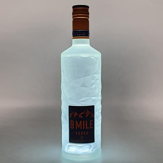 9 Mile Vodka LED beleuchtet 0,7 L 37,5% vol