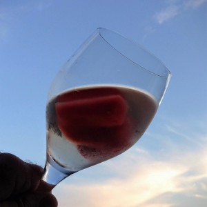 Weißwein mit eiskalter Melone
